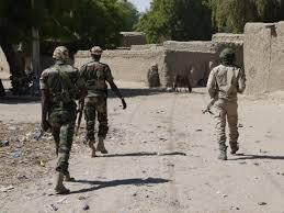 Petit village de l'arrondissement de Balgaram, à la frontière nigériane, la localité d'Abancouri est habitée par une population composée essentiellement d'éleveurs. Face aux assauts répétés du groupe djihadiste, ceux-ci s'organisent pour assurer la sécurité de leur bétail en les regroupant dans des enclos communs.