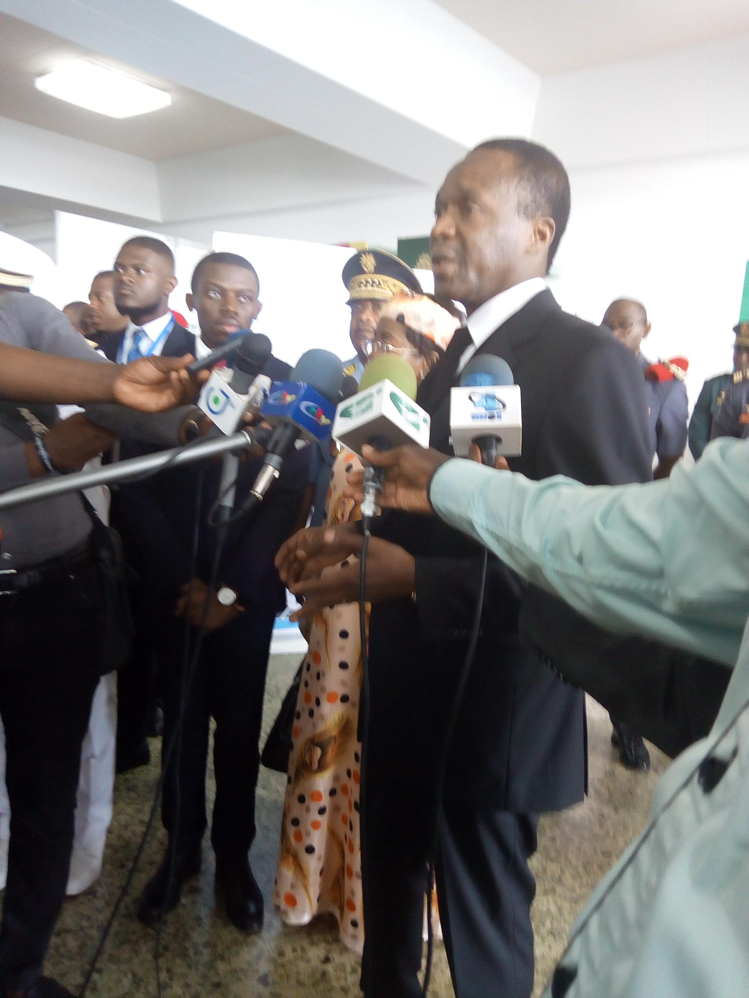 Le ministre Béti Assomo face à la presse-Photo:LSA-Droits réservés