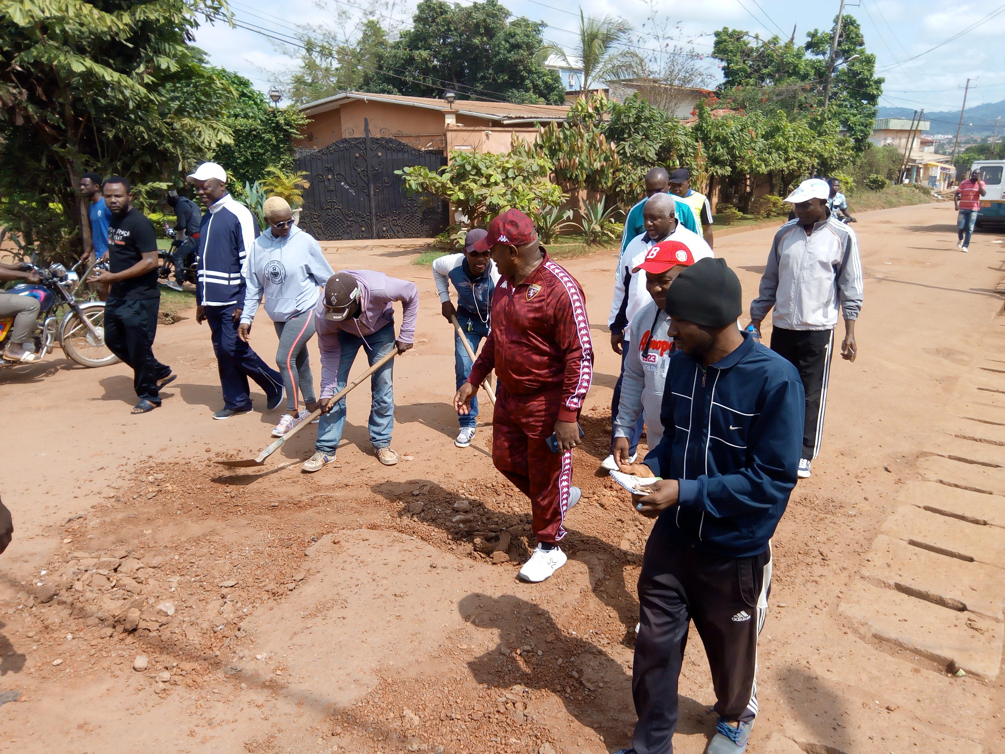Le Sénateur Menye Ondo Pierre François Xavier est venu désenclaver le quartier Ngousso