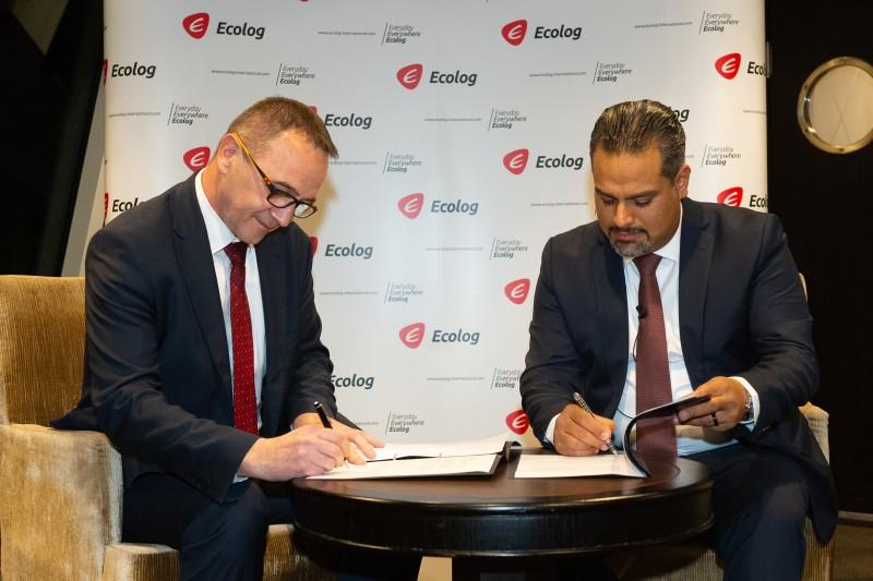 M. Leonardo Siladic (PDG de Mireo) et M. Ali Vezvaei (PDG d'Ecolog International) signent un accord de partenariat stratégique lors d'un dîner privé pour la 1ère Conférence économique arabo-allemande. Cette cérémonie de signature marque la deuxième annonce de partenariat stratégique cette semaine pour le fournisseur mondial de services. Le dîner était parrainé par Ecolog International et s'est tenu au Wirtschaftsclub à Düsseldorf, en Allemagne