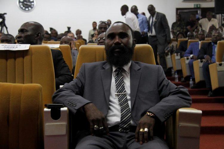 Mahamat Al Khatim, commandant du Mouvement Patriotique pour la Centrafrique (MPC), lors de la cérémonie de signature de l'accord de paix à Bangui le 6 février 2019. De 2015 à 2018, les combattants du MPC ont commis des abus qui pourraient constituer des crimes de guerre. © 2019 GGt