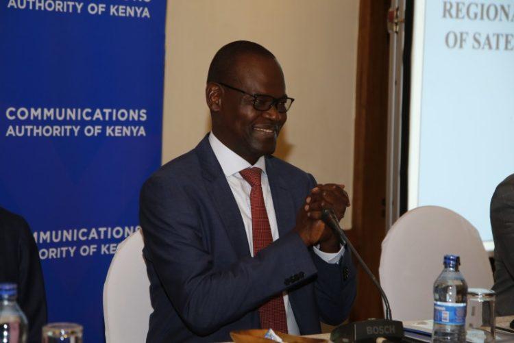 M. John Omo, secrétaire général de l'Union africaine des télécommunications lors d'un atelier spécial sur la génération d'avis par satellite, tenu le 17 février 2020 à Nairobi, au Kenya.